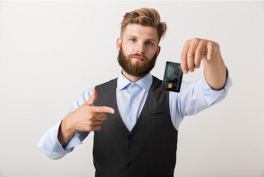 """Dinheiro das linhas de crédito """"praticamente não chegou às empresas"""